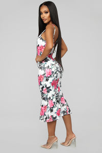 Blossoming Beauty Floral Midi Dress - White/Pink