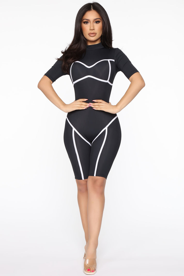 Diving And Dodging Romper - Black/White