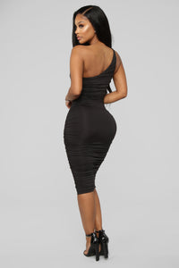 Barely Know Me One Shoulder Midi Dress - Black Angle 4