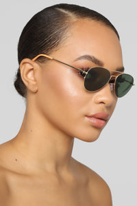 Leave The Drama Sunglasses - Black
