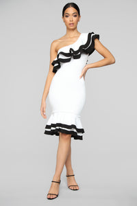 Looking Over My Shoulder Midi Dress - Off White/Black