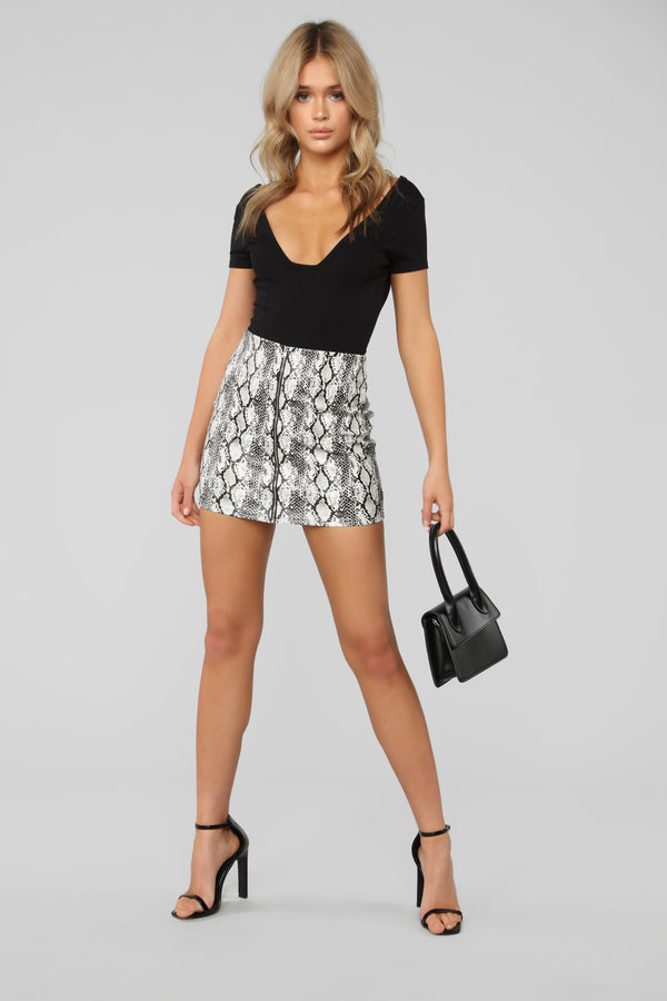 9a62ce2f2ab Snake Your Way Through Skirt - White Grey