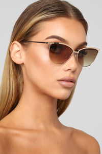 Caught Off Guard Sunglasses - Gold/Brown