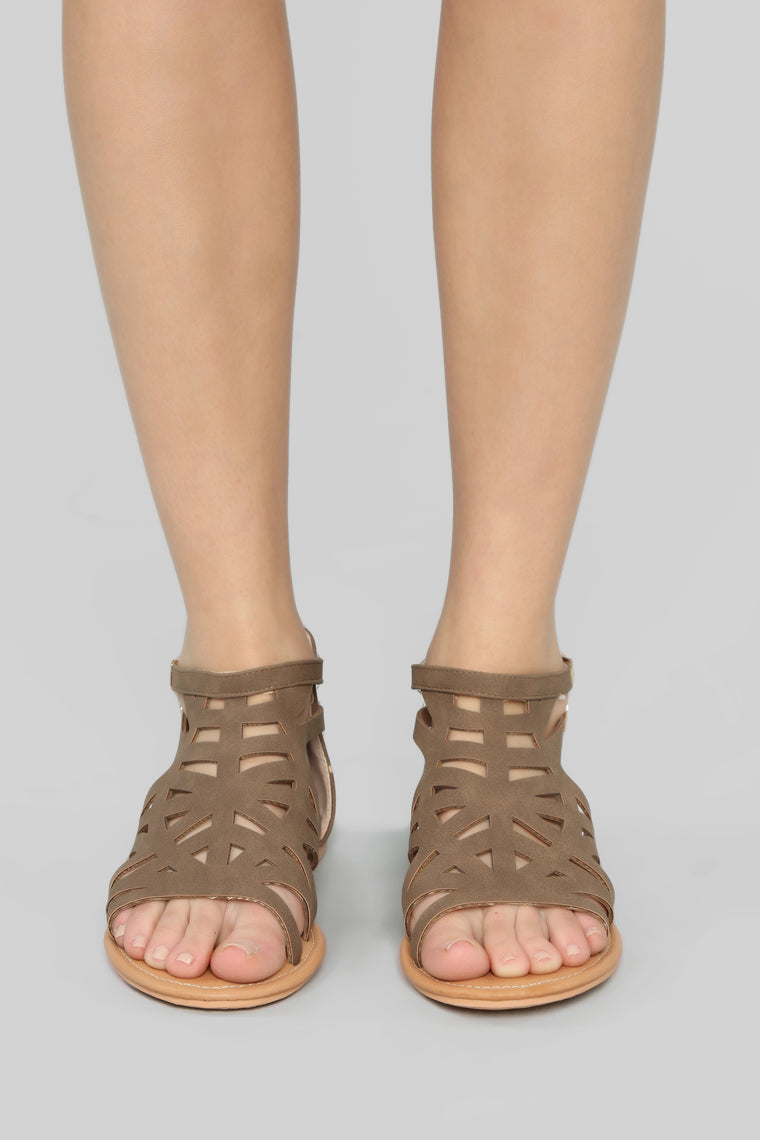 Magic Moment Flat Sandals - Brown