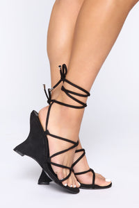 Girl's Trip Wedges - Black Angle 1