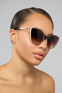 Set It Free Sunglasses - Brown/Beige Angle 1