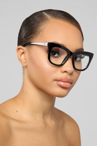 Well Prepared Sunglasses - Black Angle 1