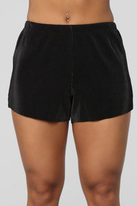 Leslie Pleated Shorts - Black