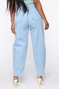 Daydreaming High Rise Mom Jeans - Light Blue Wash Angle 5