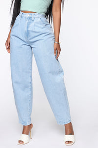 Daydreaming High Rise Mom Jeans - Light Blue Wash Angle 3