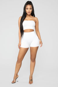 Uncomplicated Seamless Shorts - White