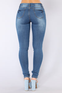 Casy Skinny Jeans - Medium Wash