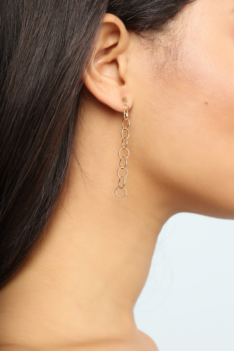 Chain The Game Earrings - Gold