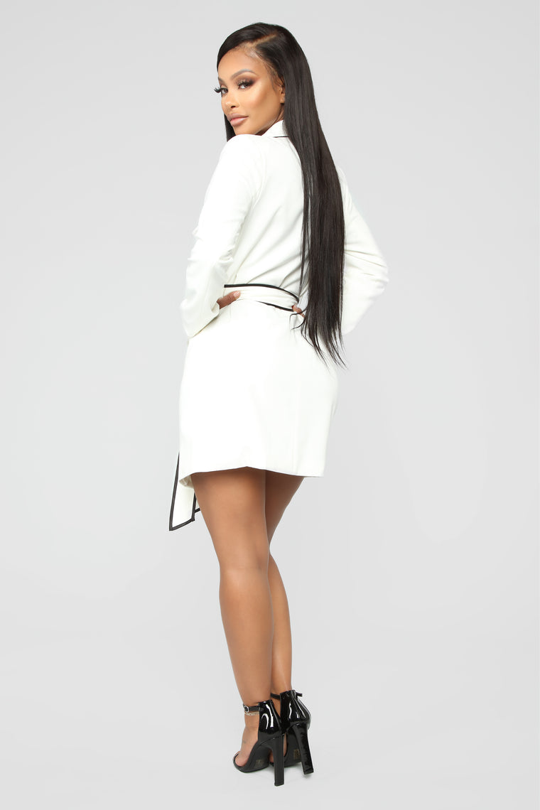 She's Sophisticated Blazer - Ivory