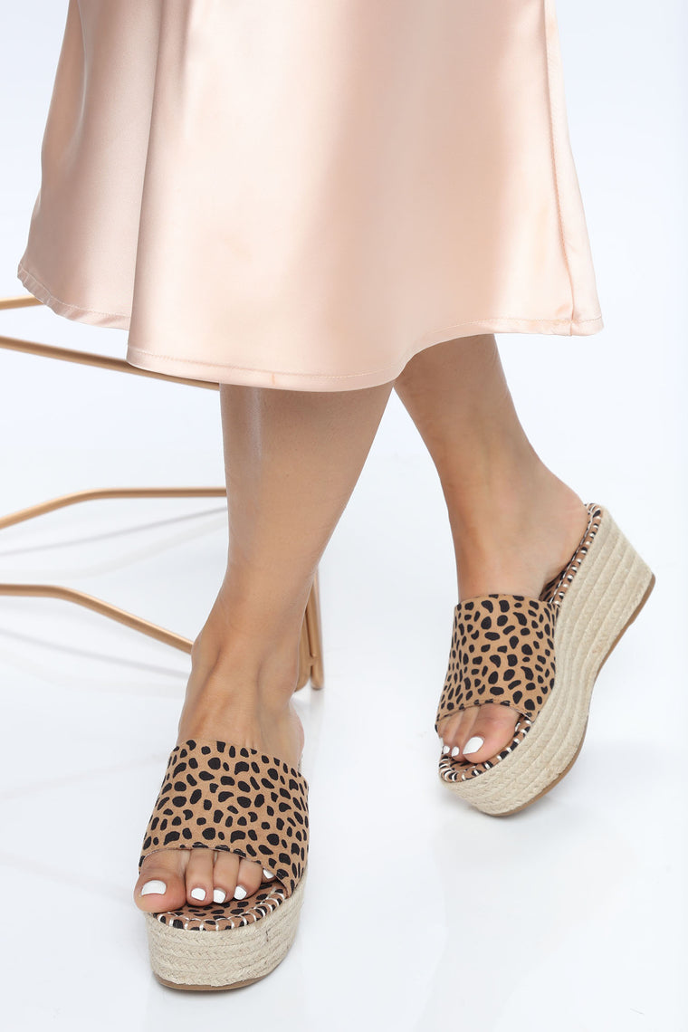 Hot Spot Wedges - Tan/Multi