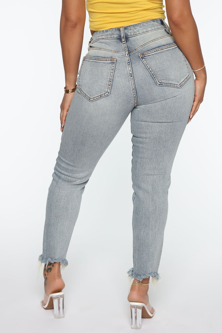 Not Giving Up Exposed Button Mom Jeans - Medium Blue Wash