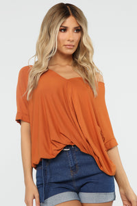 Dream On Short Sleeve Top - Rust Angle 1