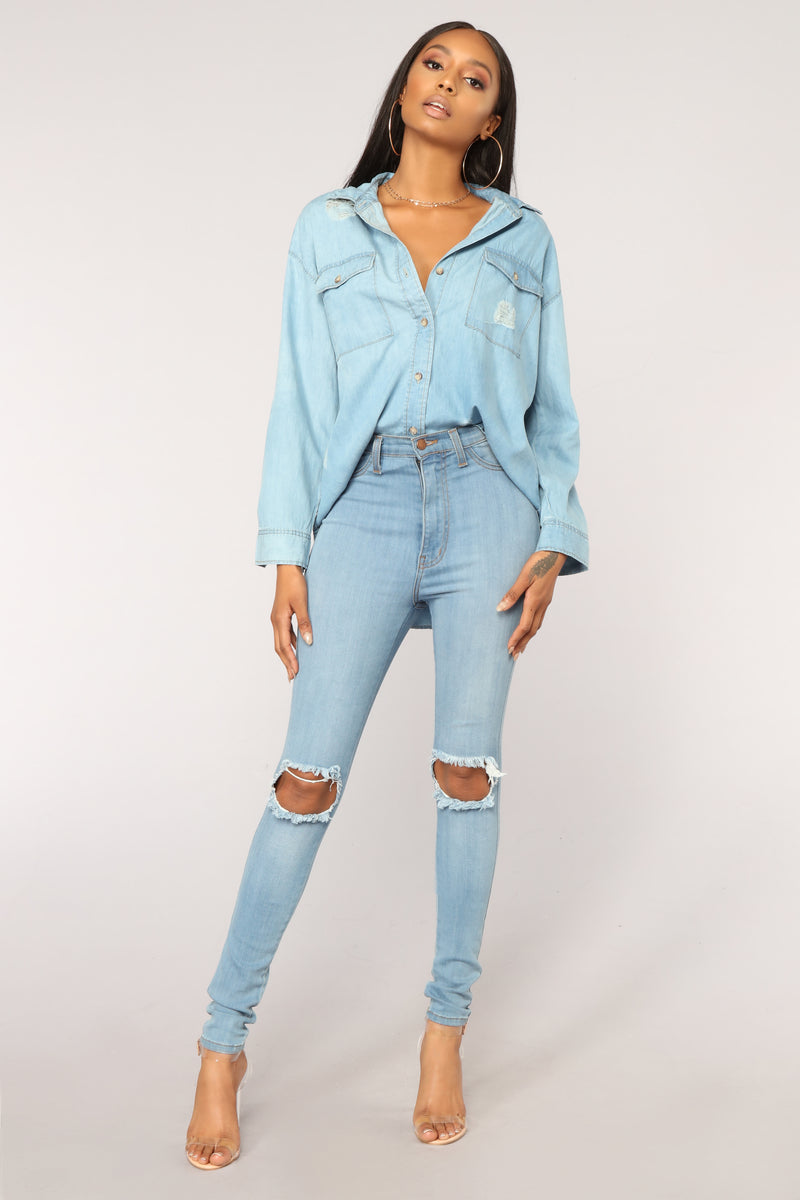 Sindy Distressed Top - Medium Wash