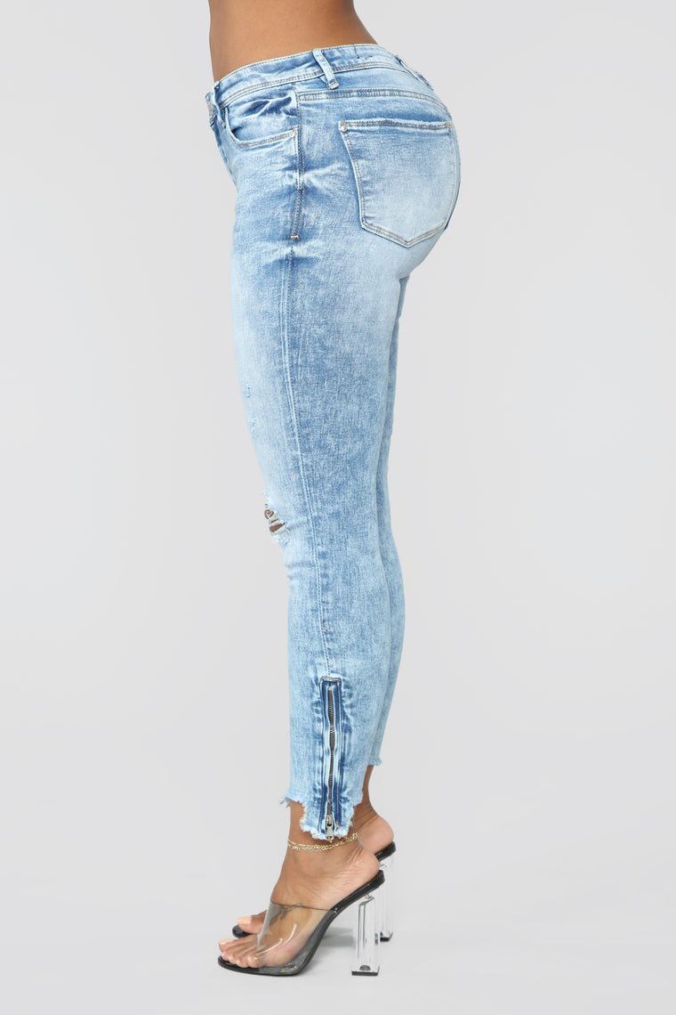 Save The Drama Distressed Jeans - Acid Wash