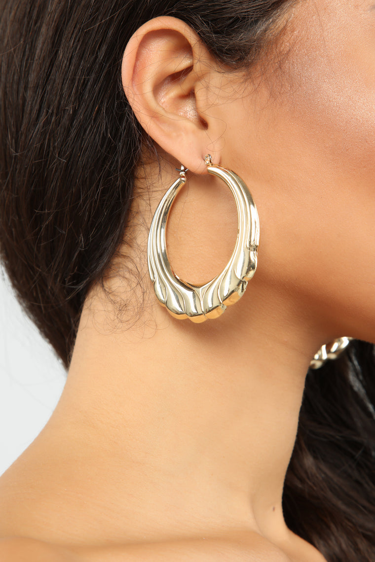 We Shell See Hoop Earrings - Gold