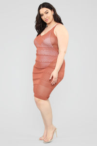 Walk On The Beach Midi Dress - Marsala Angle 7