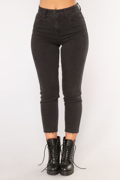 Clariza Mom Jeans - Black