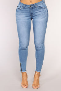All That Jazz Ankle Jeans - Medium Blue Wash