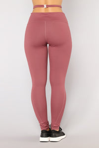 Hips Don't Lie Performance Leggings - Mauve
