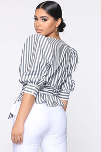 Fashionably Fabulous Belted Top - Black/White