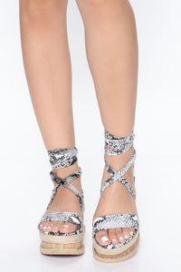 Resort Bae Wedges - Grey/Combo Angle 1