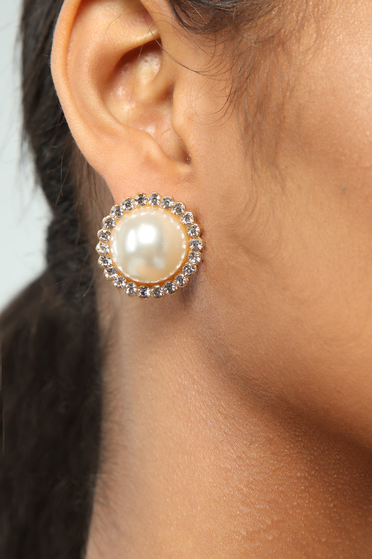 The Bigger The Better Pearl Earrings - Gold