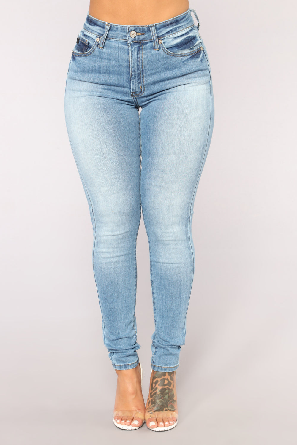 Date Night Skinny Jeans - Light Blue Wash