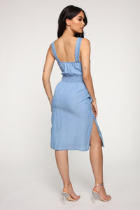 Close By Midi Dress - Medium Wash