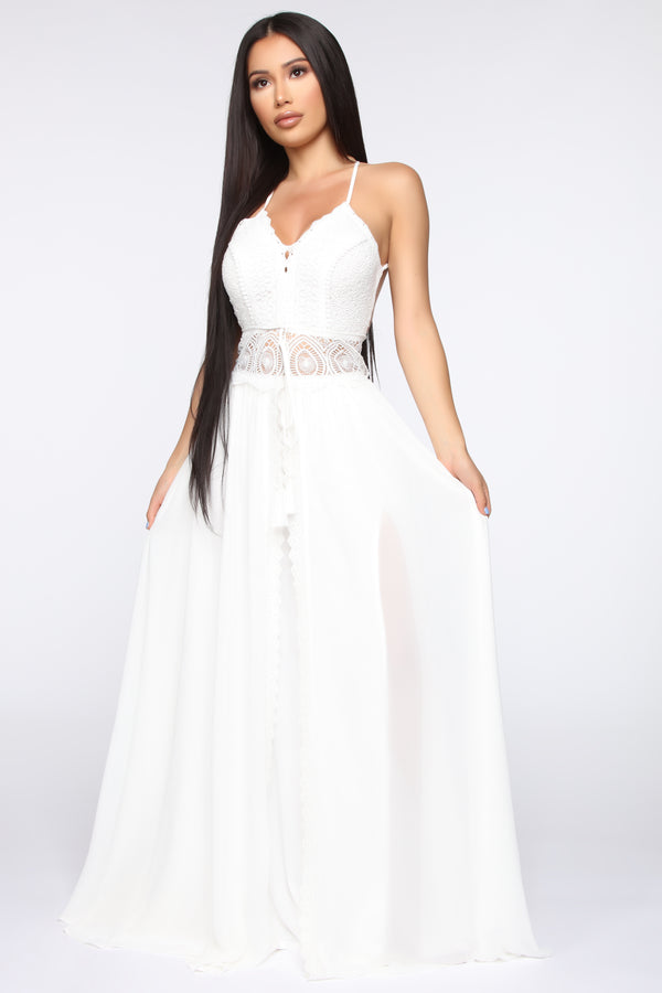 eee2f96e53 In The Middle Of Romance Maxi Dress - White