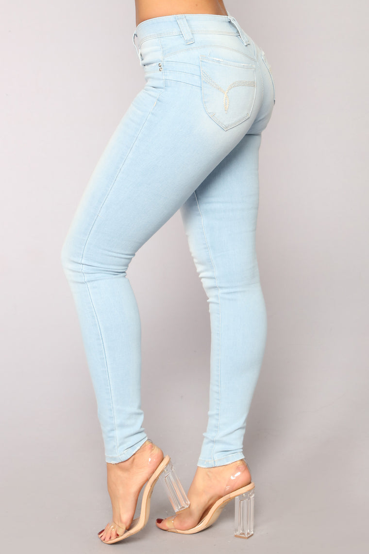 Dip With It Booty Lifting Jeans - Light Blue Wash