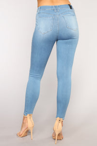 Squat Like That Booty Lifting Jeans - Light Blue Wash