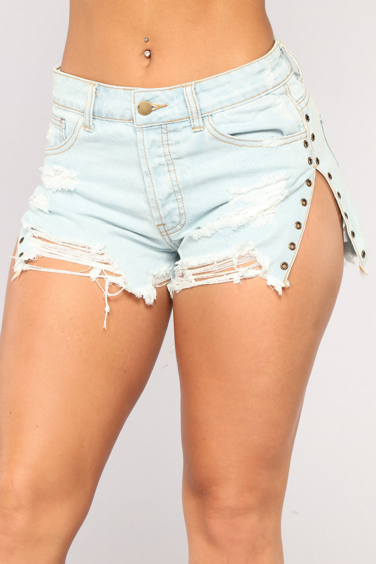 Feeling Festival Denim Shorts - Light Blue Wash