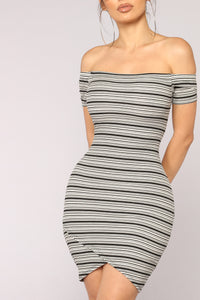 Brooklynn Off Shoulder Dress - Black/White