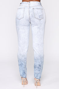 You're Everything To Me Mom Jeans - Light Blue Wash