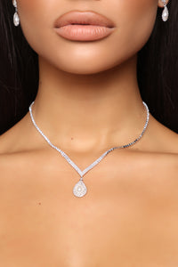 Award Winning Necklace Set - Silver