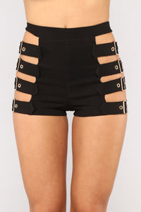 Doesn't Play Nice Shorts - Black