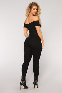 Get In The Groove Distressed Jeans - Black