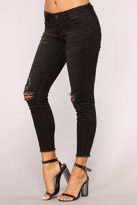 Let Your Love In Distressed Ankle Jeans - Black