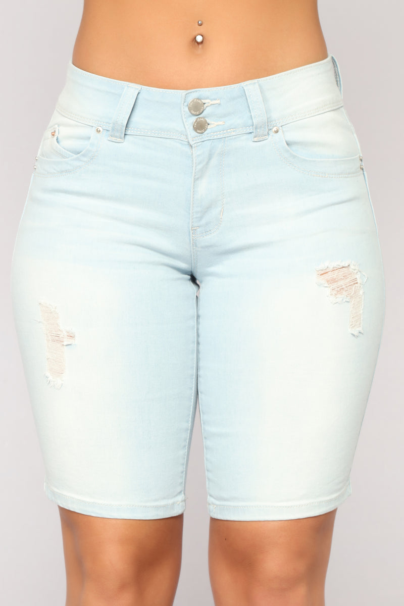Ready To Party Bermuda Shorts - Light Blue Wash