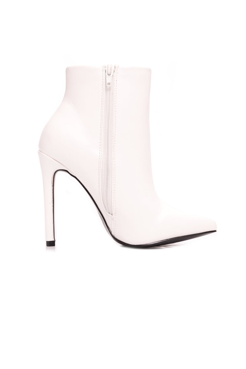 Stop Starin' Bootie - White
