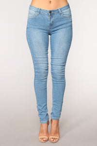 Bella Vita Skinny Jeans - Light Blue Wash