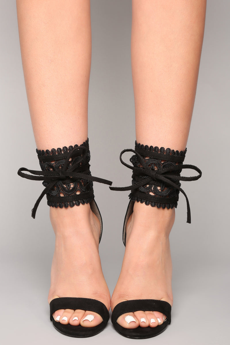 Leave It To Lace Heel - Black