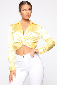 Don't Get This Twisted Top - Yellow Angle 2