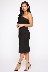 Not The Average Midi Dress - Black