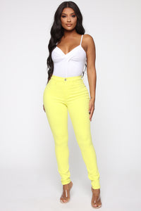 Eva Super Soft Curvy Skinny Jean - Yellow Angle 3